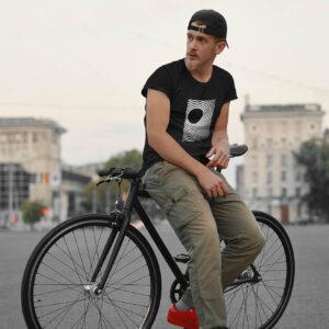 Meeste unisex T-Särk tshirt must black minimal Minimalistlik eesti disain blacksunset